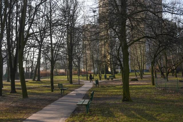 Choć dwóch deweloperów starało się zabudować tereny bezpośrednio przylegające do parku na osiedlu Bolesława Chrobrego, żaden z nich nie otrzymał decyzji o warunkach zabudowy.