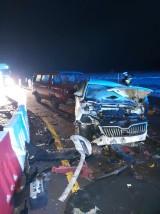 Wypadek na DK 61. Skodą uderzył w wielką ciężarówkę. Kłody drewna zablokowały ruch na trasie Szczuczyn-Stawiski na kilka godzin