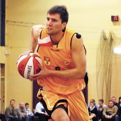 Rozgrywający Adam Bet szykuje się do meczu przeciwko swoim dawnym kolegom z ŁKS-u Łódź