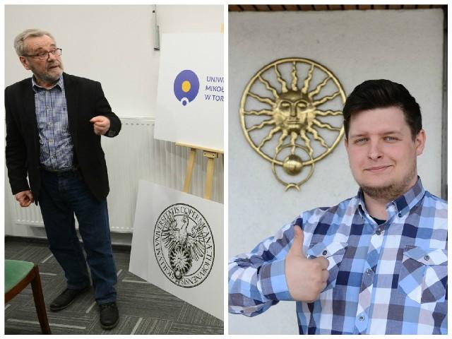 Prof. Edward Saliński z zespołu projektującego nowe logo uniwersytetu i Kamil Łazewski z NSZ UMK na tle dotychczasowego logo toruńskiej uczelni
