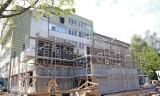Rozbudowa szpitala w Siemiatyczach. Szpitalne mury szybko pną się do góry. Prace mogą zakończyć się przed planowanym terminem (ZDJĘCIA)