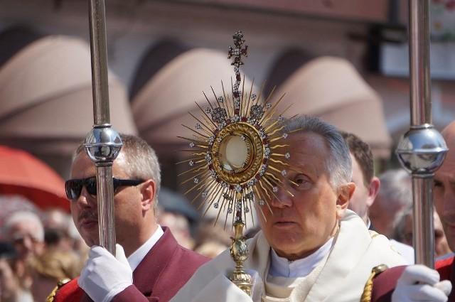 Boże Ciało to publiczne wyznanie wiary katolików. Dziś przez centrum Białegostoku w procesji wzięły udział tysiące białostoczan.
