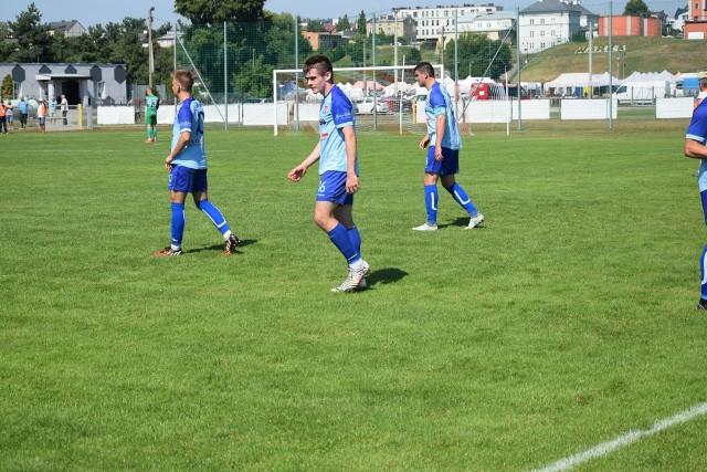 Futboliści Warki w sobotę na własnym boisku rozegrają mecz zaległy z Tygrysem Huta Mińska.
