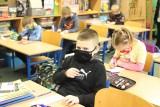 Uczniowie klas I-III wrócili do szkół! Kiedy zaczną naukę? Co się dzieje w podstawówkach? Co ze starszymi uczniami? 02.02.2021