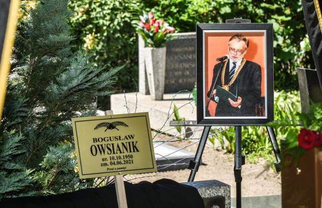 Mecenas Bogusław Owsianik, były dziekan Okręgowej Rady Adwokackiej spoczął na cmentarzu Nowofarnym. Miał 70 lat.