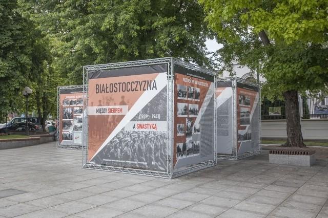 """Wystawę """"Białostocczyzna między sierpem a swastyką"""" można oglądać na Placu Św. Konstantyna Wielkiego w Białymstoku do 13 sierpnia."""