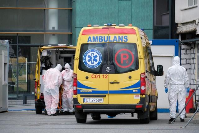 Jak wynika z danych Ministerstwa Zdrowia, w całym kraju zajętych jest prawie 2 tysiące respiratorów.