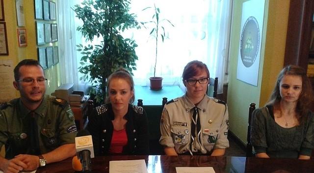 Od lewej: Bartłomiej Walkowski, Ewa Antonowicz-Fechner, Edyta Walent, Joanna Musińska, na konferencji prasowej w siedzibie Komendy Chorągwi Ziemi Lubuskiej ZHP (fot. Marta Dudka)
