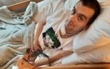 33-letni Mateusz doznał rozległego udaru. Rehabilitacja trwa, ale jest bardzo kosztowna. Rodzina prosi o pomoc