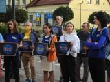 W Suwałkach odbyła się pikieta w sprawie wolnych mediów. Przed biurem posła Jarosława Zielińskiego zebrało się kilkadziesiąt osób [Zdjęcia]
