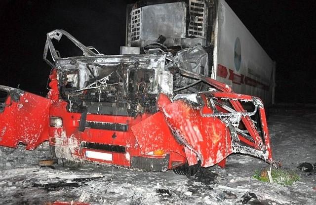 Wczoraj około godziny 22.50 dyżurny siemiatyckiej Policji został poinformowany o wybuchu kabiny ciężarówki w Siemiatyczach na parkingu przy ul. Armii Krajowej.