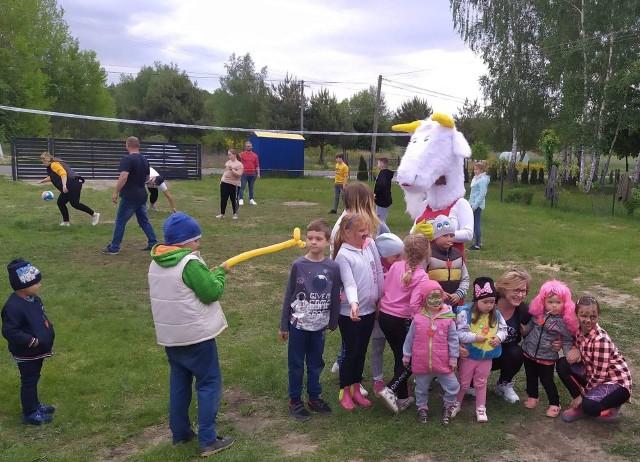 Zabawy dla dzieci i dorosłych to główne zajęcie Koła Gospodyń Wiejskich Basinowianki.