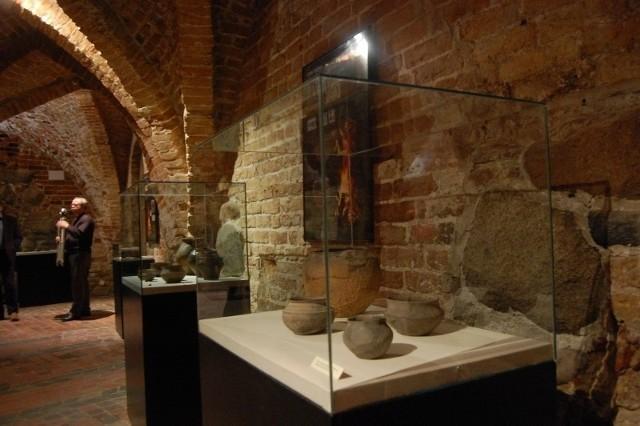 """Wystawa zatytułowana """"Ciałopalenie. Wielowiekowa tradycja w dorzeczu Dolnej Wisły"""" w Muzeum Zamkowym w Kwidzynie"""