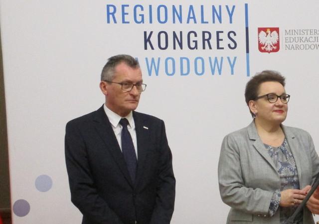 Minister Anna Zalewska przyjechała do Opola na Regionalny Kongres Zawodowy. Obok kurator Michał Siek.