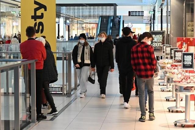 W Toruniu poszukiwani są pracownicy do różnych sklepów: z bielizną, dżinsami, odzieżą sportową, elektroniką i nie tylko. Oto konkretne oferty!OFERTY NA KOLENYCH STRONACH