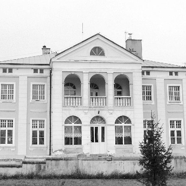 Na naszych łamach pisaliśmy o sporym  zainteresowaniu przetargiem na sprzedaż  zabytkowego, pochodzącego z przełomu XIX/XX  wieku pałacu i okalającego go parku w  Piotrkowicach (gm. Inowrocław). Rodowy obiekt  Ponińskich, stanowiący własność powiatu  chciało kupić kilka osób.