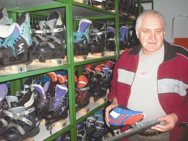 Życiową pasją Witolda Zajkowskiego było i jest łyżwiarstwo.  - W korytarzu wiodącym do sali gimnastycznej mamy niezłą wystawę pucharów - mówi pan Witold.
