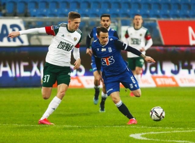 Mathieu Scalet (z lewej) trzeci raz z rzędu wyszedł w pierwszym składzie Śląska. To cichy bohater wygranej z Pogonią Szczecin