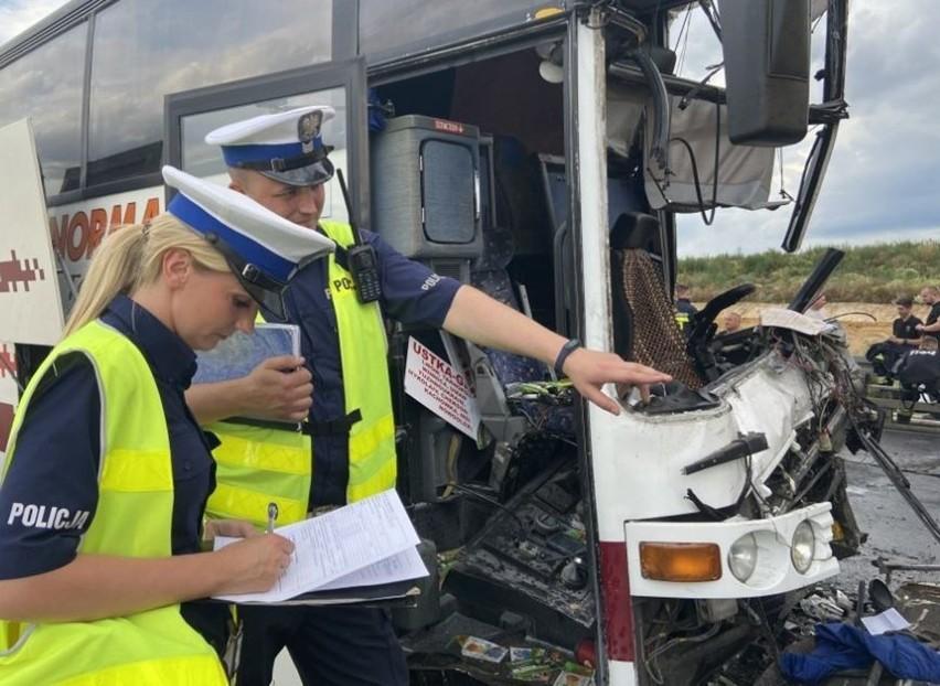 Wypadek w Bogusławicach. Zderzyły się autobnus, TIR i...