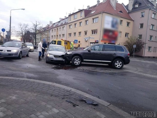 Skrzyżowanie ulic Katowickiej i Kośnego. Po zmianie organizacji ruchu dochodzi tam do stłuczek.