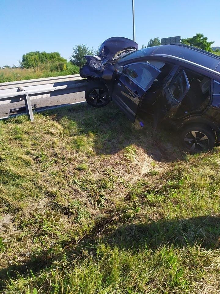 Wypadek na S1 w Podwarpiu. Samochód uderzył w bariery...