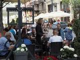 Czwartkowy relaks na Piotrkowskiej. Łodzianie w kawiarniach, restauracjach, na lodach... ZDJĘCIA