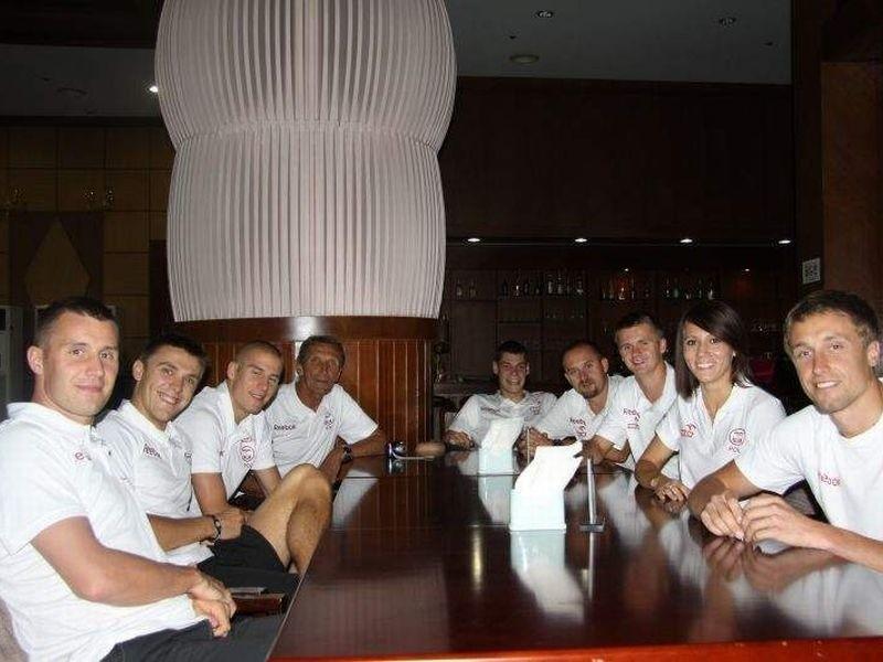 i trzech trenerów - to ekipa Zawiszy w Korei.