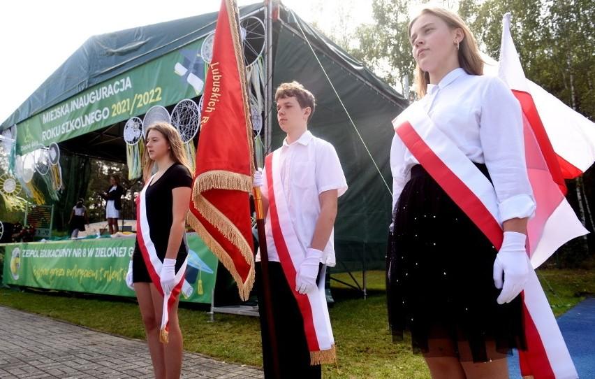 Ponad 30 tysięcy uczniów rozpoczęło w środę, 1 września,...