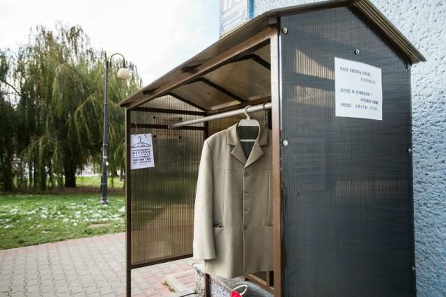 Ubrania można zostawić w dwóch punktach: przy ulicy Chrobrego i przy Zagłoby.
