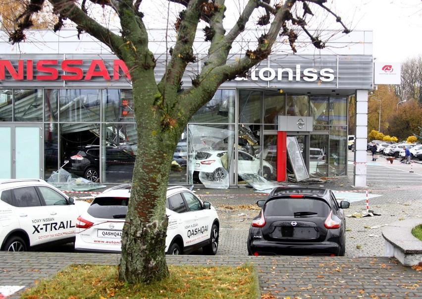 Zawalił się dach salonu Nissana w Lublinie. Jest śledztwo