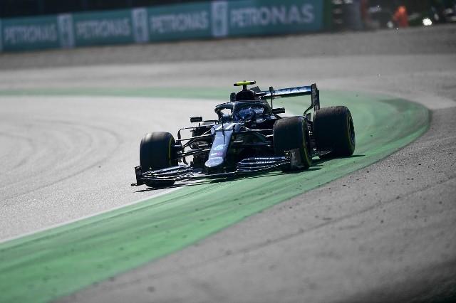 Mercedes najszybszy w podczas treningu na Monzy. Verstappen rozbił swój bolid