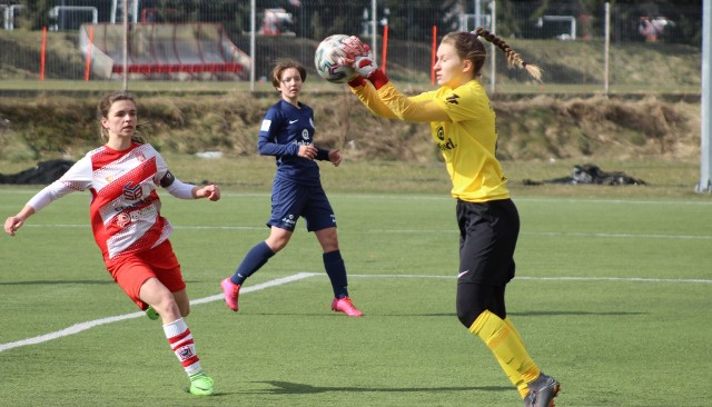 Gabriela Kaput (na zdj. z lewej) zagrała tylko 45 minut, ale nie mimo to zdołała zdobyć aż trzy gole