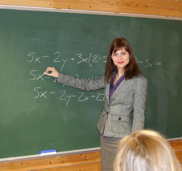 Nauczyciele, tak jak każda grupa osób pracujących w szczególnych warunkach, zachowali prawo do wcześniejszych emerytur.