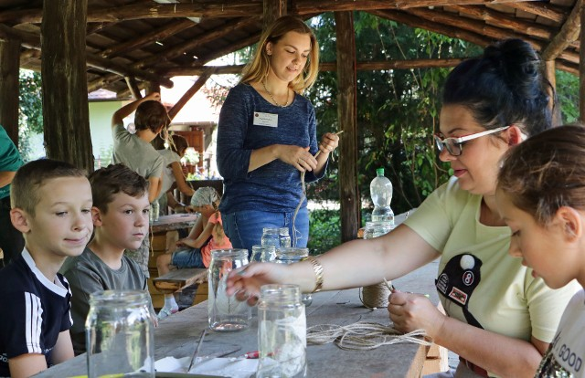 Po długiej przerwie spowodowanej koronawirusem rozpoczęły działalność letnie warsztaty ekologiczne prowadzone przez pracowników Centrum Edukacji Ekologicznej w Grudziądzu.
