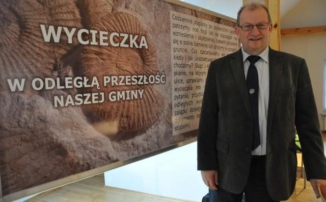 - Dzięki tej inwestycji poddasze naszej biblioteki zmieniło się w Galerię Osobliwości Przyrodniczych - mówi Andrzej Pyziak, wójt gminy Rudniki. - Biblioteka ma też nowe wyposażenie i monitoring.