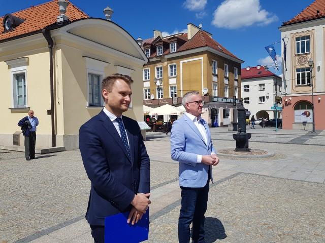 Podlascy posłowie PO Krzysztof Truskolaski i Robert Tyszkiewicz sprzeciwiają się prywatyzacji lasów państwowych. Zapowiadają walkę z projektami ustaw posłów PiS.