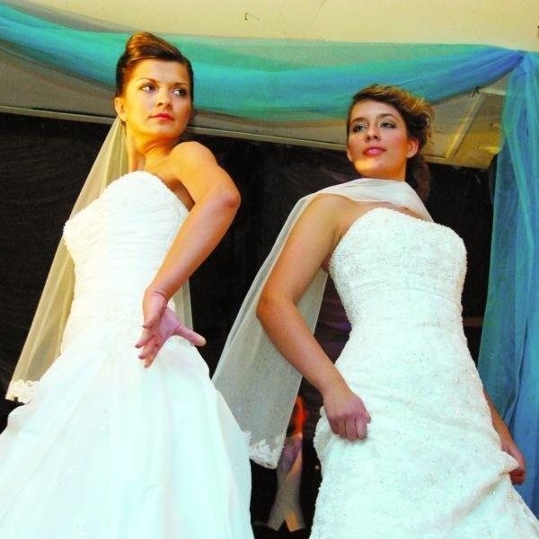 Modelki zachwycały nie tylko sukniami, ale i urodą. Potwierdziła to męska część publiczności.