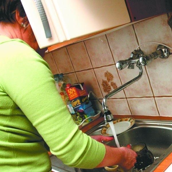Mieszkańcy bloku przy ul. Rzemieślniczej 30 przez miesiąc nie mieli ciepłej wody. Żeby się umyć, podgrzewali ją w czajnikach i garnkach. Po naszej interwencji mogą z niej korzystać bez przeszkód.