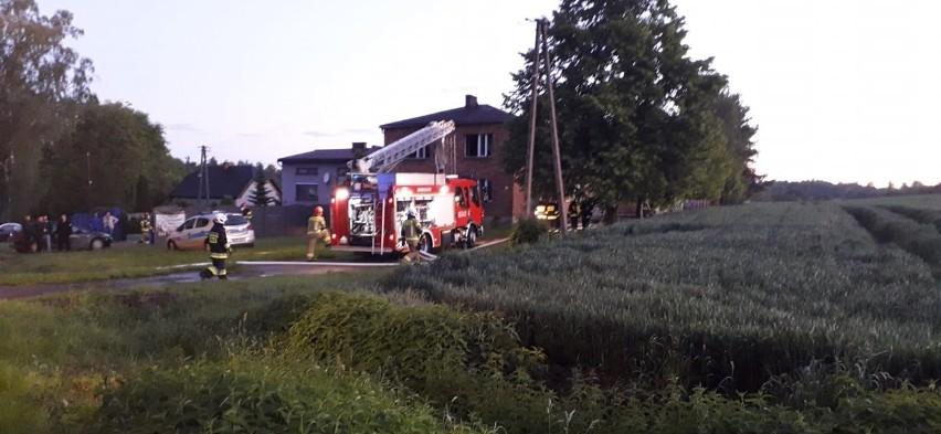 Przy ulicy Raciborskiej w Rydułtowach płonął dom jednorodzinny. Interweniowała m.in. OSP Rydułtowy.Zobacz kolejne zdjęcia. Przesuwaj zdjęcia w prawo - naciśnij strzałkę lub przycisk NASTĘPNE