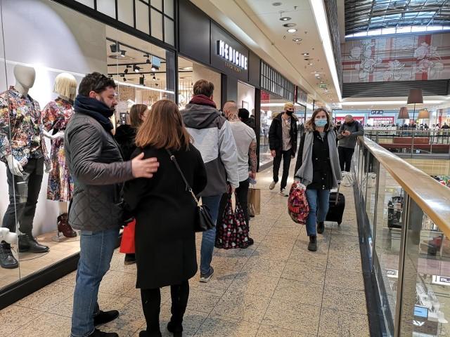 Od soboty 20 marca 2021 galerie handlowe będą mogły działać jedynie w ograniczonym zakresie. Lockdown potrwa do 9 kwietnia 2021.