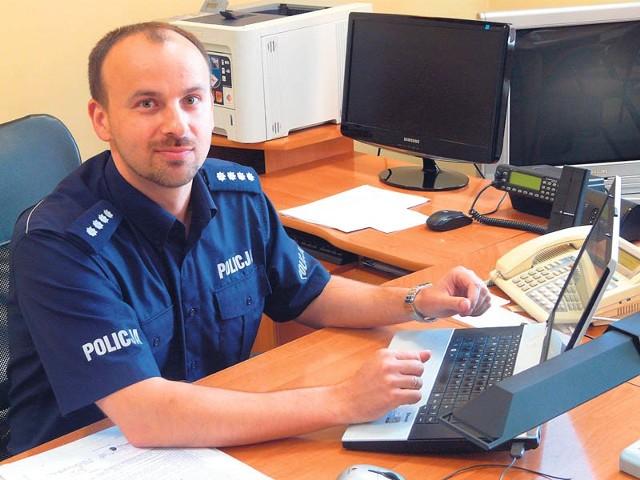 Damian Kulczycki jest naczelnikiem koszalińskiej prewencji od 6 lat. Dziś odbiera wyróżnienie.