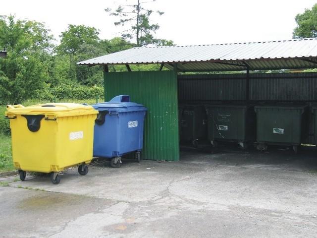 """We """"Wspólnocie Mieszkaniowej Reymonta 15, 13, 11"""" w Przemyślu opłaty za wywóz śmieci oraz kupno i utrzymywanie pojemników są obecnie dwukrotnie niższe, w przeliczeniu na mieszkańca, od ustalonych przez miasto stawek jedynie za wywóz śmieci."""