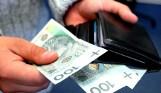 10-latek spod Leszna znalazł portfel pełen pieniędzy. Oddał mamie i wraz z nią zawiózł zgubę na komendę policji