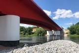 Jeden most, a tyle widoków. Sprawdź, co kryje w sobie czerwona przeprawa