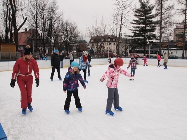 Oprócz nart, w czasie wolnego od szkoły, dzieciaki mogą także skorzystać z jednego z sześciu lodowisk na terenie Zakopanego