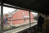 Mężczyzna spadł z peronu na torowisko na stacji Wrocław Mikołajów