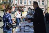 Na świebodzińskim rynku można było kupić prawie wszystko! Odbył się kiermasz dla Ani chorej na rdzeniowy zanik mięśni