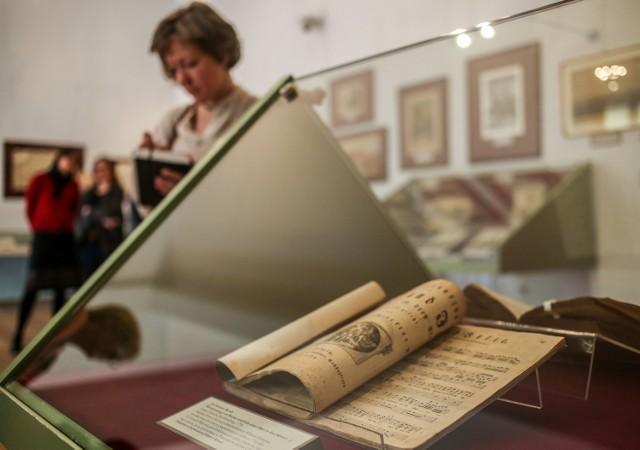 Polska Akademia Nauk - Biblioteka Gdanska wystawa dzieł nabytych przez bibliotekę w ostatnim czasie