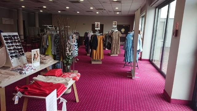 W Hotelu Focus w Chorzowie działa sklep odzieżowy marki Quiosque.Zobacz kolejne zdjęcia. Przesuwaj zdjęcia w prawo - naciśnij strzałkę lub przycisk NASTĘPNE