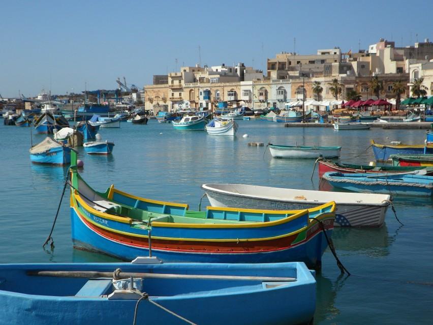 1. Malta. W sumie zaszczepiono 90,97 procent mieszkańców, a...